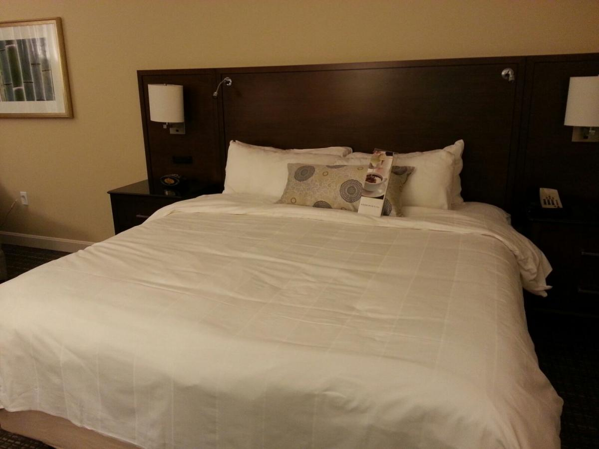MD Anderson Rotary House Hotel King bed